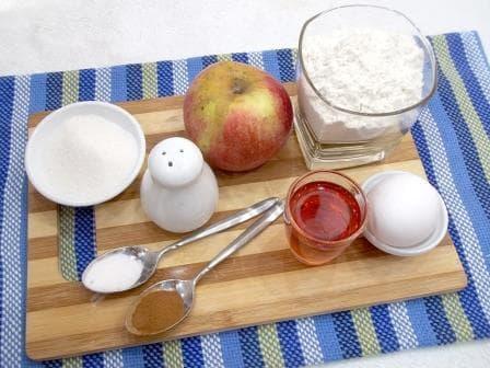 ingredienti-dlja-jablognogo-piroga
