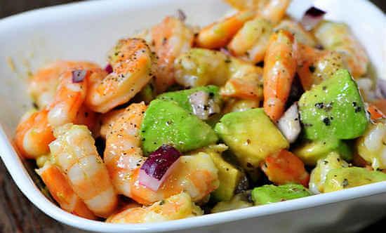 salat-s-krevetkami-i-avokado