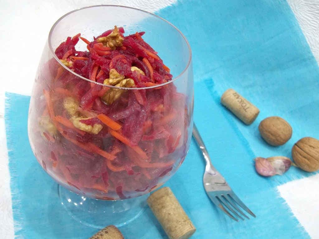 Салат с грецкими орехами, свеклой и морковью по корейски