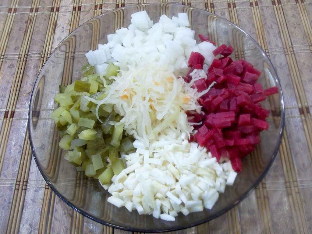 vkusnyj-salat-iz-seldereya-kornevogo-retsept