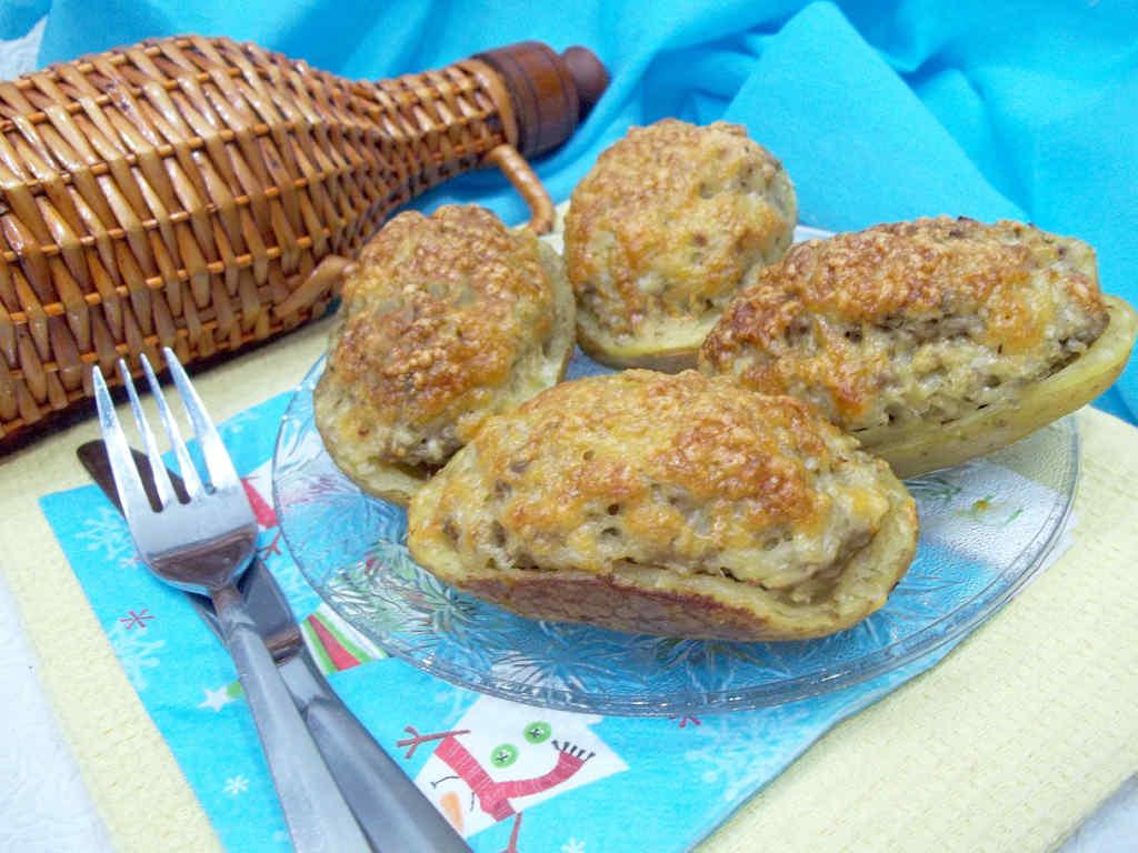 Kartofelnye-lodochki-s-nachinkoj-iz-farsha
