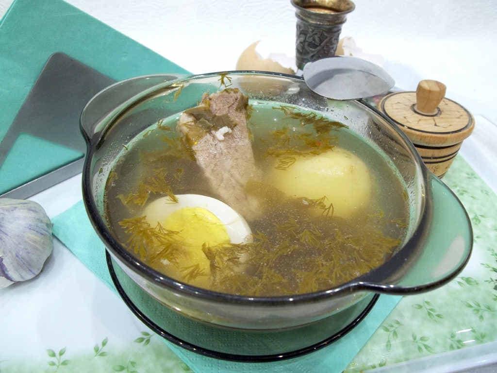 Как приготовить щавелевый суп с яйцом, на свиных ребрышках