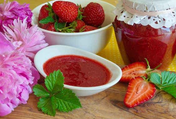 Клубника на зиму— рецепты сиропа, варенья, конфитюра, джема и другие заготовки