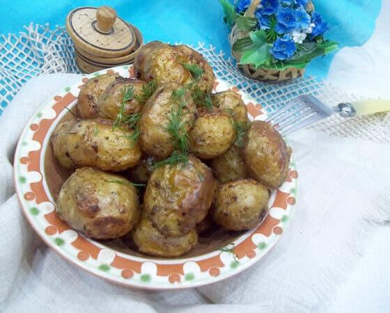 Нежный молодой картофель запеченный в духовке