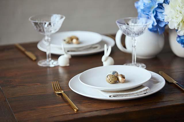 Перепелиные яйца на тарелке