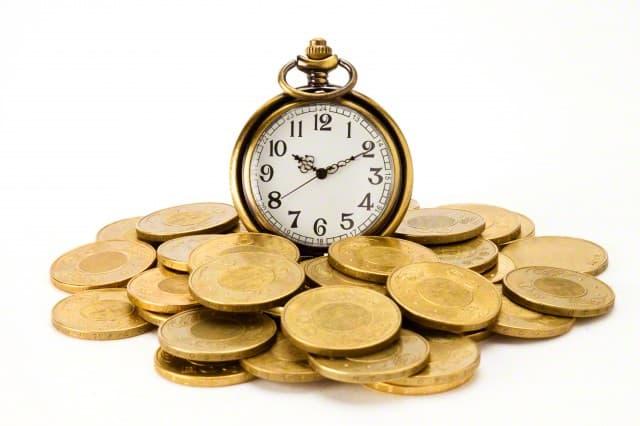 Будильник в монетах