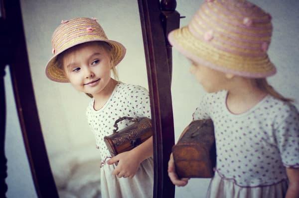 Девочка в зеркале