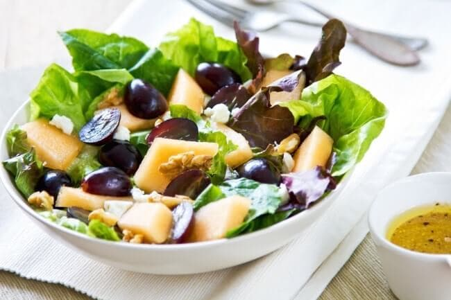 salat_iz_vinograda_i_dyuni