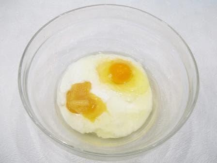 Кефир, растительное масло, яйцо