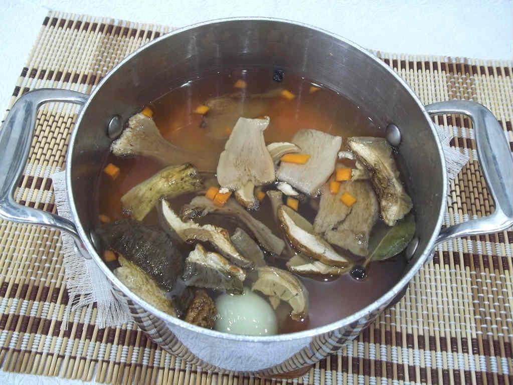 Суп с грибами сухими
