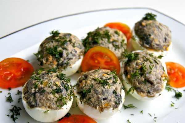Яйца с сухими грибами