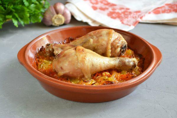Куриные ножки в духовке с морковью и луком