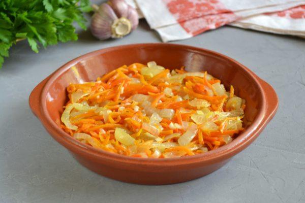 Раскладываем овощи по глиняным чашечкам