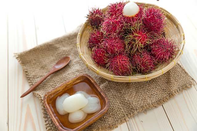 Десерт рамбутан в сиропе
